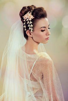 Fuji Silk Flowers Bridal Kanzashi Headpiece por PetiteLumiereCo