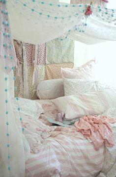 Romantic Boho Bedroom: Shabby Chic/Boho tent/fort - I am in love with thi. Shabby Chic Moderne, Modern Shabby Chic, Shabby Chic Bedrooms, Shabby Chic Homes, Shabby Chic Furniture, Shabby Chic Decor, Bohemian Decor, Girls Bedroom, Girl Room