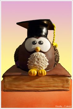 A que tiene pinta de inteligente este buho? De Finally... Cakes! / Doesn't this owl look intelligent? By Finally... Cakes!