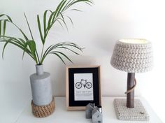 Lamp with real tree branch and crochet lampshade door WoodWoolDesign