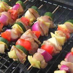 Csirkés saslik recept Cookie Cups, Iftar, Skewers, Fruit Salad, Potato Salad, Bacon, Food And Drink, Cooking Recipes, Ethnic Recipes