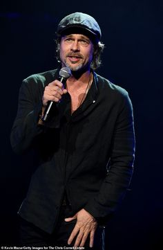 Stars attend Chris Cornell tribute concert He tragically took his own life 20 months ago. But the memory of Chris Cornell lived on on Wednesday night when a host of gathered at The Forum in Inglewood for an epic tribute concert. Hollywood Actor, Hollywood Stars, Brad Pitt Style, Fight Club Brad Pitt, Brad Pitt Haircut, Chris Cornell Live, Brad Pitt And Angelina Jolie, Kris Kristofferson, Richard Gere