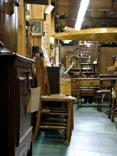 tips on furniture shopping at antique stores