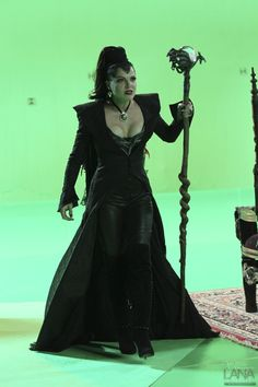 Photo of Lana Parrilla as Evil Queen- BTS Photos for fans of Once Upon A Time. Once Upon A Time, Evil Queen Costume, Cosplay Costumes, Halloween Costumes, Halloween Ideas, Renaissance, Elizabeth Mitchell, Queen Outfit, Evil Queens