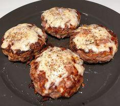 4 Personer - Saftig opskrift på maxi-bøffer med sprødstegt bacon og mozzarellaost » Smagfulde Low-Carb / LCHF / Ketogenic hakkebøffer » mums!