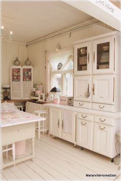 fantastic white cabinets and cupboards