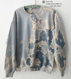 Bleach Tie Dye Discover Your place to buy and sell all things handmade Tye And Dye, How To Tie Dye, Tye Dye, Blue Tie Dye, Tie Dye Shirts, Tie Dye Sweatshirt, Crew Neck Sweatshirt, Pullover, Tie Dye Fashion