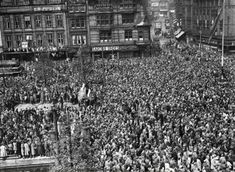 Rare newsreel footage from José Buenaventura Durruti Dumange's July 1896 – 20 November funeral in Barcelona, attended by more than half a million a. Robert Doisneau, French Photographers, Street Photographers, Paris Street Cafe, Funeral, Reportage Photography, Legion Of Honour, 22 November, Old Paris