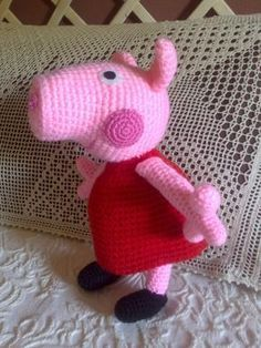 Free crochet pattern for Peppa Pig niestety po hiszpańsku Crochet Pig, Love Crochet, Crochet Animals, Crochet For Kids, Crochet Crafts, Crochet Dolls, Yarn Crafts, Crochet Projects, Amigurumi Patterns