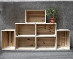 49 Decorative ideas and furnishing examples for furniture made of wine crates - DIY Wohnung Möbel - Crate Furniture, Furniture Making, Furniture Ideas, Woodworking Furniture, Crate Nightstand, Crate Desk, Crate Table, Furniture Removal, Dog Crate