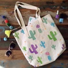 A Cactus is always a good companion 🌵🌵 like this cacti tote bag who wants you to take her everywhere! Find all the new line of tote bags tomorrow at the Brisbane Twilight Market starting 4pm 🎪