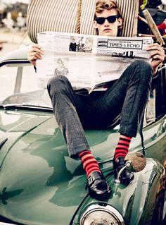 Hoch die Hosen: Männer zeigen jetzt ihre Knöchel und stylishen Socken. (Suchanfragen für ⅞ Hose +671 %)