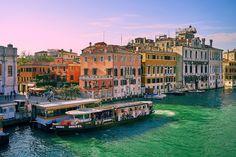 10 sítios que deve visitar antes que desapareçam   Veneza. É considerada uma das cidades mais românticas graças aos canais, mas essa também pode ser a sua sentença. Wikimedia Commons