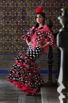 Traje negro de flamenca   Unique looking