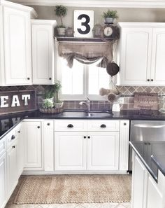 The Top Rustic Farmhouse Kitchen Cabinets Ideas - Kitchen - Kitchen Ideas Farmhouse Kitchen Cabinets, Primitive Kitchen, Kitchen Dinning, Kitchen Redo, Country Kitchen, New Kitchen, Kitchen Ideas, Kitchen Small, Awesome Kitchen