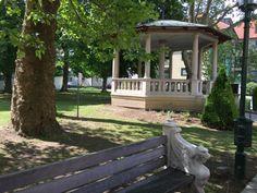 Eine Runde Hop on – hop off Pavillion, Outdoor Furniture, Outdoor Decor, Park, Plants, Good Mood, Circuit, Parks, Plant