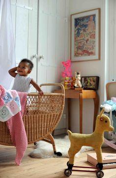 Ideas Bedroom Vintage Wallpaper Little Girls For 2019 Baby Bedroom, Nursery Room, Girl Nursery, Girl Room, Kids Bedroom, Kids Rooms, Room Kids, Nursery Themes, Vintage Nursery