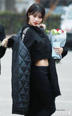 Kpop Girl Groups, Korean Girl Groups, Kpop Girls, Trendy Fashion, Fashion Models, Vintage Fashion, First Girl, My Girl, Korean Beauty