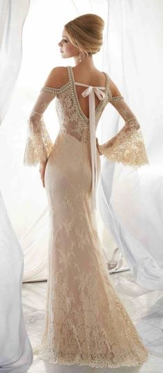 Be modern and elegant bride with magnificent Mori Lee wedding dresses. Mori Lee 2018 bridal collection bring elegant & modern wedding gowns of your dreams. Mori Lee Wedding Dress, Wedding Dresses 2018, Wedding Dress Styles, Bridal Dresses, Prom Dresses, Cold Shoulder Wedding Dress, Formal Dresses, Evening Dresses, Dresses Elegant