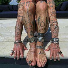 ⏩Chubster tattoo inspirations - Idée tatouage homme ⌨️tags for : - Symbol Tattoos, Hand Tattoos, Boho Tattoos, Tattoo Motive, Tattoo On, Sexy Tattoos, Arm Band Tattoo, Flower Tattoos, Body Art Tattoos