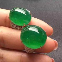 Gorgeous luxury full green jadeite diamond cocktail ring   Jade Designer Jewelry