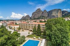 Welcome at Divani Meteora, which is located just a breath away from the heavenly rocks of Meteora! Greece Hotels, Beautiful Hotels, Luxury Life, Hotel Offers, Heavenly, Natural Beauty, Rocks, Wanderlust, Vacation