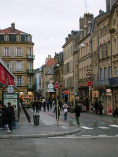 Vers le centre ville de Metz, France