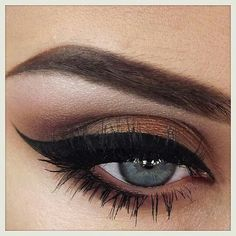 Perfect Cateye makeup by @ginsmakeup