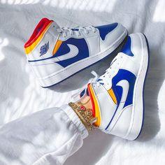 Nike Air Jordan, Nike Air Force 1, Moda Sneakers, Cute Sneakers, Sneakers Nike, Cute Nike Shoes, Nike Air Shoes, Looks Adidas, Souliers Nike