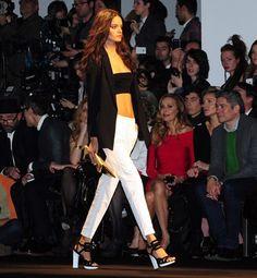 Blanco y negro en el desfile p/v 2013 de Mango en 080 Barcelona Fashion