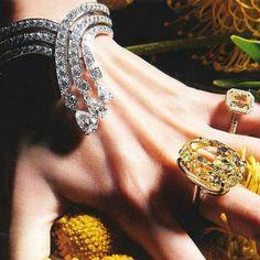Drooltastic @debeersofficial spectacular Phenomena Stream Bracelet, 70-carat Yellow Diamond Ring and 12-carat Aura Yellow Diamond Ring make a breathtaking trio in the @vogueparis Fashion Issue #debeers #vogueparis