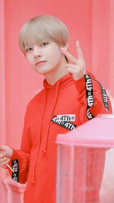 I want that hoodie. Namjoon, Kim Taehyung, Bts Bangtan Boy, Bts Jimin, Daegu, Foto Bts, Stigma V, V Bts Cute, Rapper