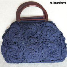 Crochet bag - free diagram pattern here: http://wterritory.ru/khobbi-rukodelie/community/vyazanie-kryuchkom/56636-kak-svyazat-takoi-uzor