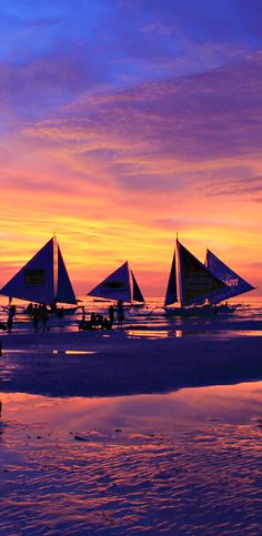 Sunset in Boracay ... I have seen the most gorgeous sunsets in the Philippines. The combination of the sea, the mountains and the reflections on the water leads to spectacular sunsets in all colors - from yellow, orange to red, pink and purple. Expect to see the best sunsets from the islands. No day goes by without seeing another phenomenal sunset. | 20 Photos of the Philippines that will make you want to pack your bags and travel © Sabrina Iovino | via @Just1WayTicket