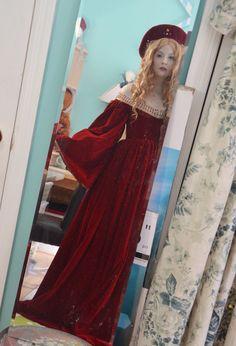 Recreating Renaissance Fashion, Isabel de Requesens Hat