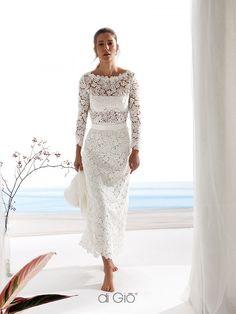 Retro' look. Longuette dress in cotton lace with crop top effect. | Abito longuette in pizzo di cotone con effetto crop-top. Vintage e retrò. | #lacedigio #bridaldress #madeinitaly #weddingdress | www.lesposedigio.com