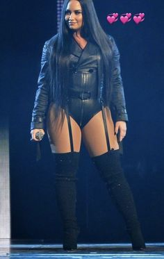 Demi Lovato - u need my Dick right now Demi Lovato Body, Demi Lovato Legs, Selena Gomez, Demi Love, Demi Lovato Pictures, Female Singers, Dance Outfits, Sensual, Yoga Poses