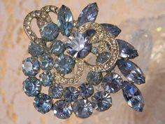 Vintage 1950s Signed WEISS Blue Rhinestone Brooch