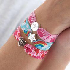 Kids Bracelets, Handmade Bracelets, Beaded Bracelets, Fabric Jewelry, Diy Jewelry, Love Lily, Elastic Ribbon, Girls Jewelry, Jewelry Patterns