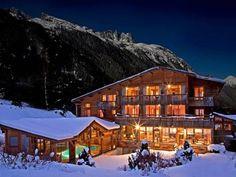 Hôtel Le Jeu de Paume - L'Hôtel Le Jeu de Paume se tient à 10 minutes de route des pistes de ski de Chamonix Mont-Blanc et offre une vue sur la vallée de l'Argentière. Il dispose d'une piscine intérieure, d'un hammam et d'un sauna. Adresse Hôtel Le Jeu de Paume: 705, Route Du Chapeau Le Lavancher 74400 Chamonix-Mont-Blanc
