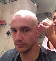 俳優ジェームズ・フランコが、Instagramで思い切ったスキンヘッドを披露 (2014年9月5日掲載)