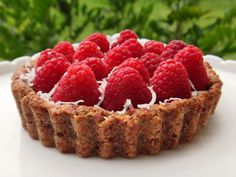 Raspberry Tart with Vanilla Cashew Cream. Raw.
