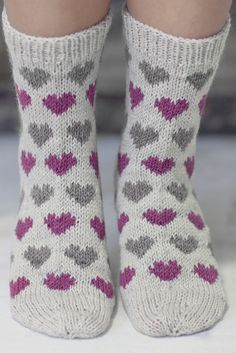 Knitting Patterns Mittens Socks with hearts Novita Nalle Knitted Heart, Knitted Bags, Fair Isle Knitting, Knitting Socks, Woolen Socks, Big Knit Blanket, Big Knits, String Bag, Patterned Socks