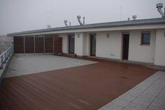 Moderní terasa Garage Doors, Outdoor Decor, Home Decor, Decoration Home, Room Decor, Home Interior Design, Carriage Doors, Home Decoration, Interior Design