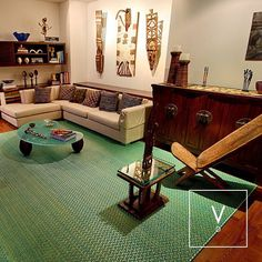 [ Providence Origins ] This beautiful space designed in native and primitive vibes is home to our beautiful Providence Fall Rug. No better choice to give life to this ethnic and original space with the colors of our seas. This green and blue color combination with our silver metal is inspired by the Colombian Island Providencia also known as Old Providence located in the Caribbean. Happy to bring home the warm island life. #VerdiDesign #WeavingIntoNature #InteriorDesign #Colombia…
