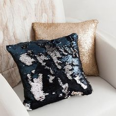 Yes we actually mad Yes we actually made the famous mermaid pillow. Mermaid Pillow, Mermaid Diy, Sewing Pillows, Diy Pillows, Diy Arts And Crafts, Cute Crafts, Sequin Crafts, Easy Diy Gifts, Homemade Gifts