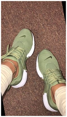 Dr Shoes, Nike Air Shoes, Adidas Running Shoes, Hype Shoes, Nike Air Max, Shoes Sneakers, Sneakers Adidas, Gucci Shoes, Women Running Shoes