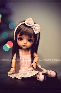 This doll looks just like one of my grand daughters--big brown eyes, long hair and angular face