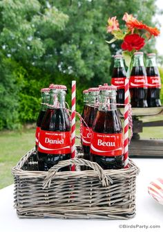 Our partner Cristina gives us a simple way to add a rustic chic style to your next family gathering. All you need is a basket, Coca-Cola mini glass bottles and fun swirly straws.