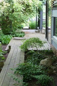 My favourite garden inspiration Back Gardens, Outdoor Gardens, Wood Walkway, Shade Garden, Deck Shade, Garden Paths, Fence Garden, Terrace Garden, Dream Garden